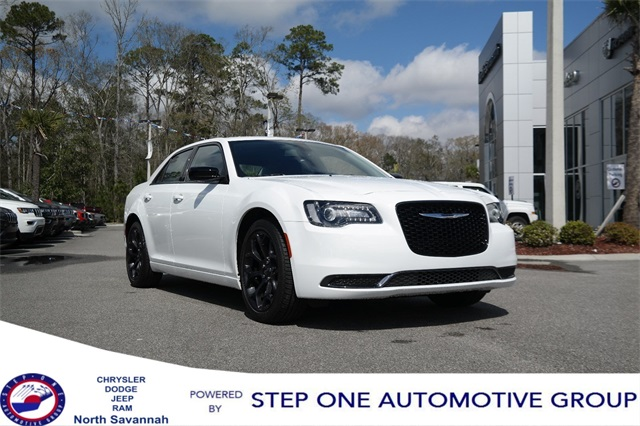 New 2019 Chrysler 300 Touring Sedan In South Savannah Kh589866